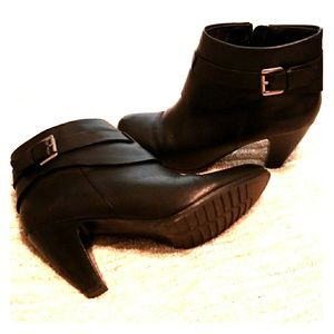 Shoes - So cute! Genuine Leather Ankle Boot 10M
